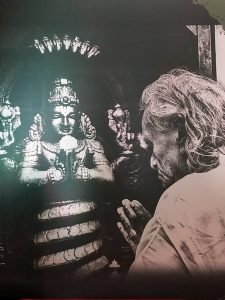 Sri BKS Iyengar praying to Patanjali